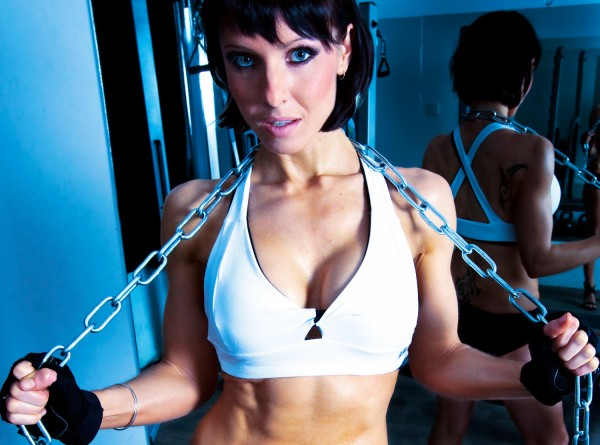 Kelly Rennie with chains.