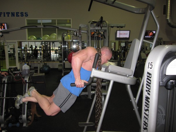 Marc Lobliner performing dips.